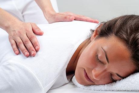 Medicina natural y terapias alternativas como el masaje son la solución sin medicamentos para muchas dolencias cotidianas que no encuentran alivio en la medicina convencional.