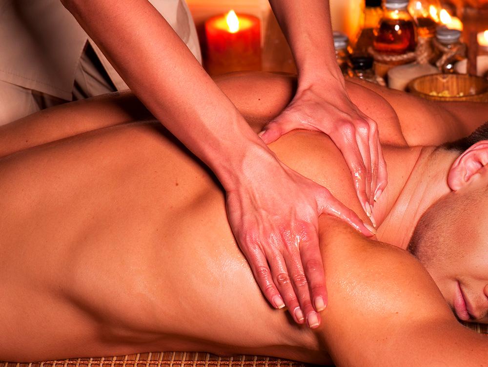 El masaje tailandés de aceites es capaz de mejorar múltiples dolencias tanto físicas como emocionales.