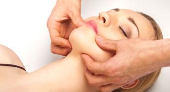 Beneficios del masaje facial kobido